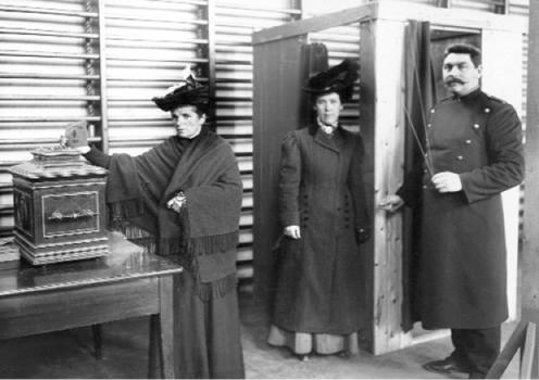 Norske kvinner stemmeberettiget fra 1913