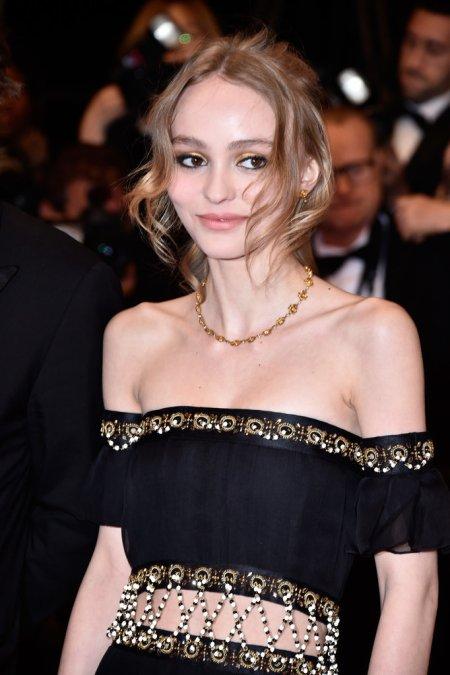 Lily-Rose-Depp-Vanessa-Paradis-Cannes-Film-Festival-2016
