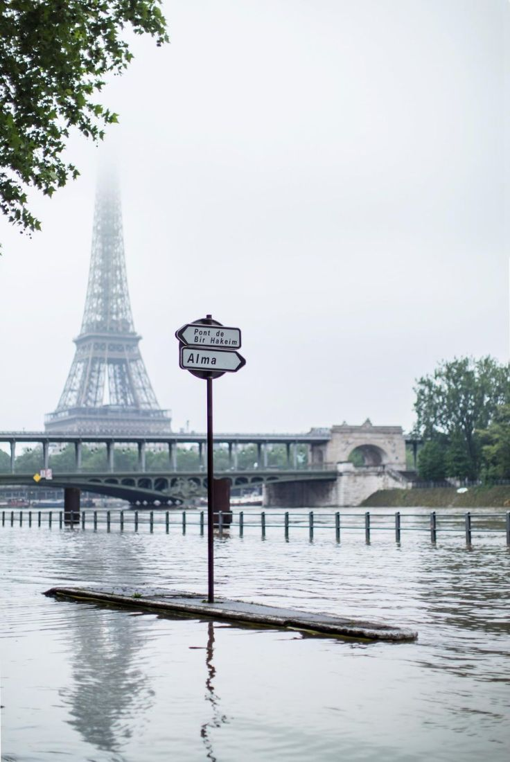 881661-paris-berges-quais-du-fleuve-la-seine-inondations-crue