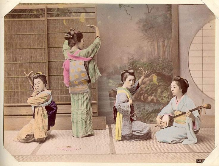 800px-Kusakabe_Kimbei_-_378_Dancing