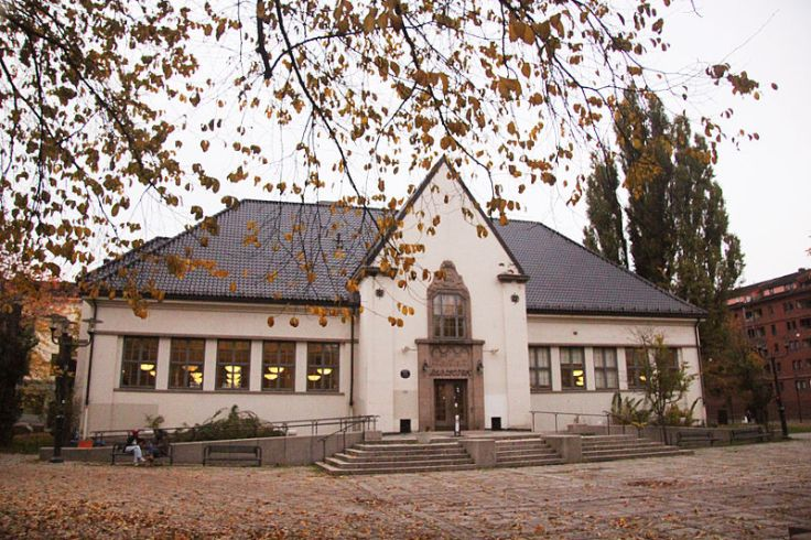 800px-Deichmanske_bibliotek_Schous_plass_Grünerløkka.jpg