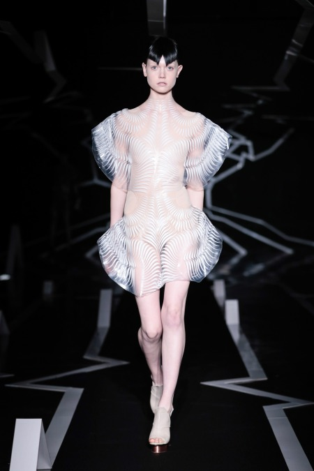 iris-van-herpen-ss17-couture-fashion-design_dezeen_2364_col_0.jpg