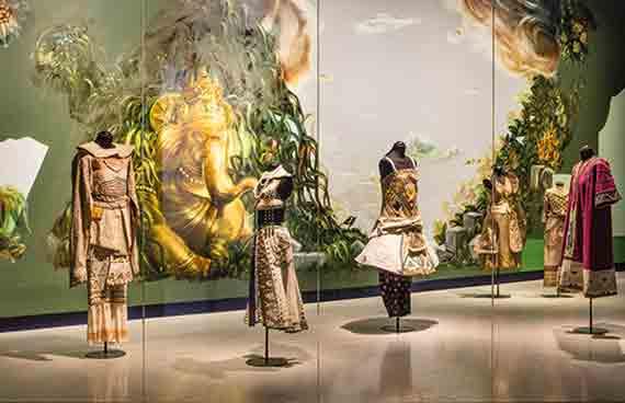 ernst-billgren-a-passage-to-india-2018.-originaldrakter-till-baletten-le-dieu-bleu-1912-dansmuseet-stockholm